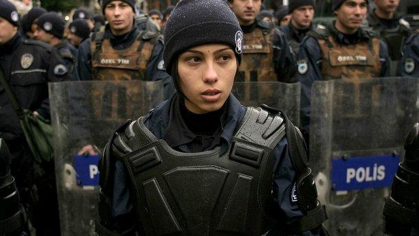 Жінкам-поліцейським у Туреччині дозволили носити хіджаб