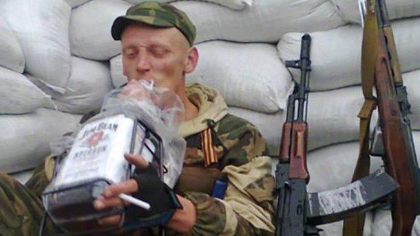 Терористів на Донбасі заохочують літрами спирту