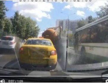 Москва у своїх фекаліях: навіть цистерни такого не витримують (відео)