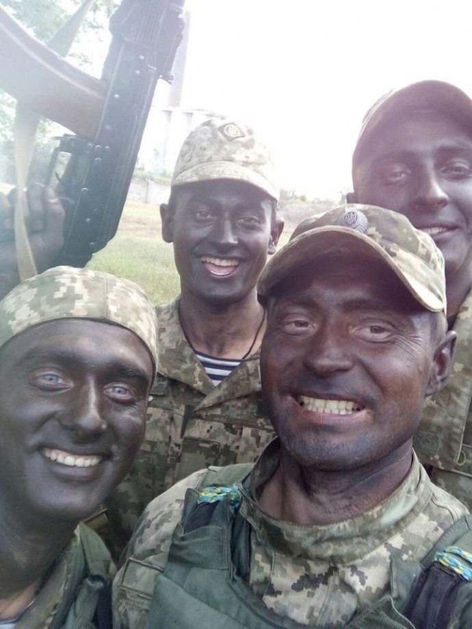 """Мережу підірвали світлини """"афробандерівців"""" на Донбасі (фото)"""