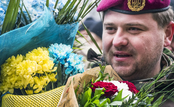 """Soldier from the """"Kiev 12"""" volunteers battalion. -- More than 100 soldiers of the battalion of territorial defense """"Kiev-12"""" marched on Khreschatyk in Kiev on Saturday, to December 6, 2014. Two thousand residents privetstovali soldiers shouting """"Thank you, heroes!"""""""
