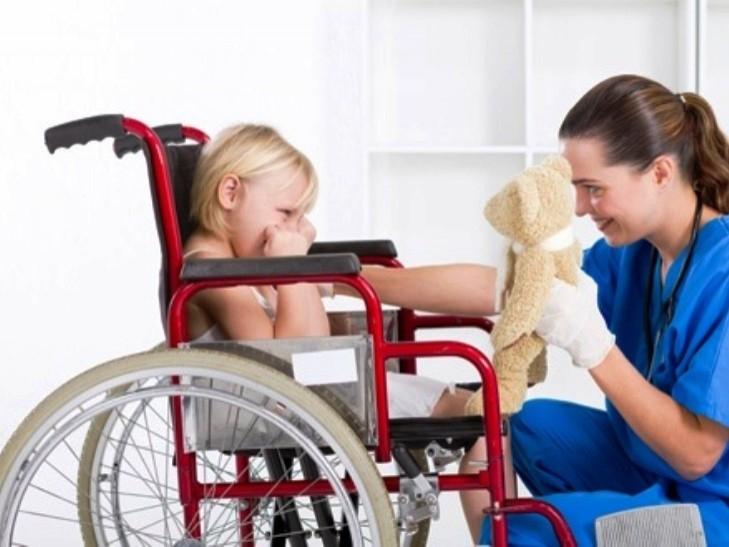 Чому дітям з ДЦП в Україні ніде лікуватись