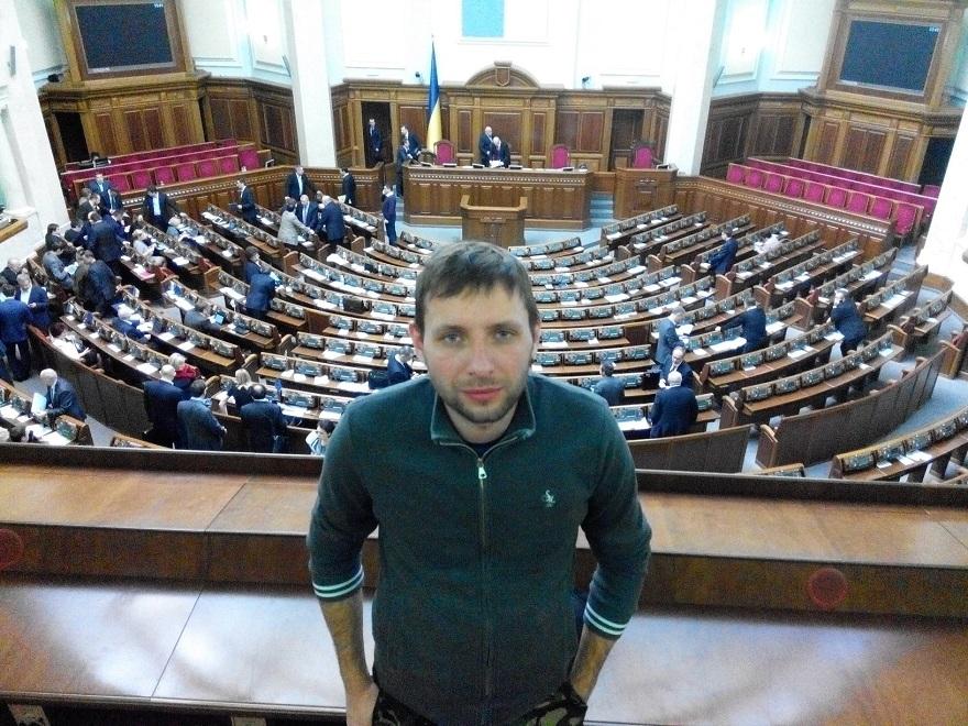 Нардеп Парасюк заледве пройшов на контракт в ЛНУ ім. І. Франка (фото)