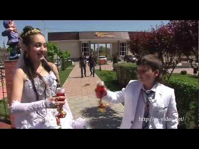 """""""Одружитися в 12"""": Мережа негодує від кадрів неповнолітнього циганського весілля (Відео)"""