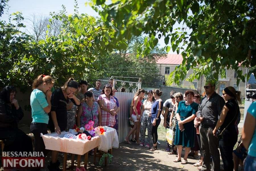 У мережі з'явилося відео з похорону 8-річної дівчинки у Лощинівці — відео