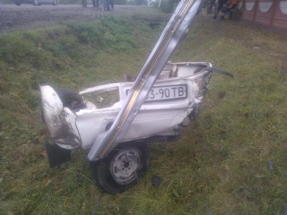 На Львівщині сталась аварія: автівки розлетілись на шматки