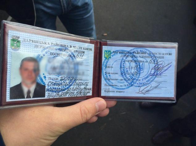 Два інспектори Дарницької РДА затримані за вимагання