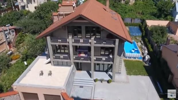 Ексклюзив: як виглядають будинки українських депутатів, які вони приховували від народу (фото, відео)