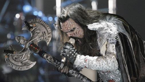 Відомий телеведучий та співак поголив бороду і став сатаністом: приголомшливі фото