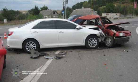 На трасі Київ-Чоп сталася ДТП за участю трьох автомобілів, постраждала однорічна дитина