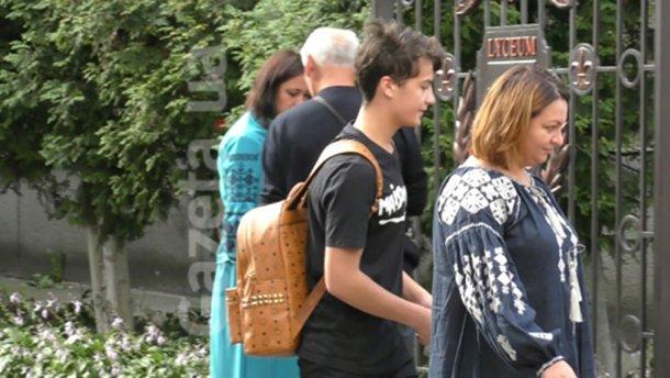 Син Порошенка завітав до школи з рюкзаком за тисячі гривень