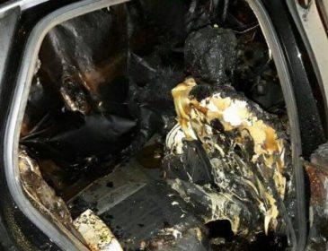 Невідомі спалили авто дружини нардепа у Сумах (ФОТО)