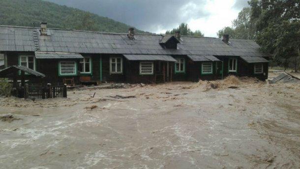 Потужний тайфун обрушився на Росію: цілі села пішли під воду (ВІДЕО)