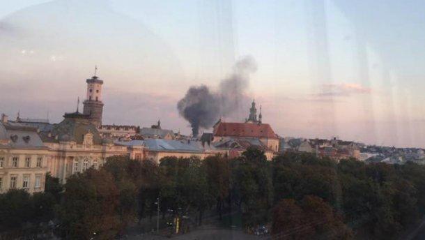 У Львові горить військова частина: над містом стоїть стовп чорного диму (ФОТО)