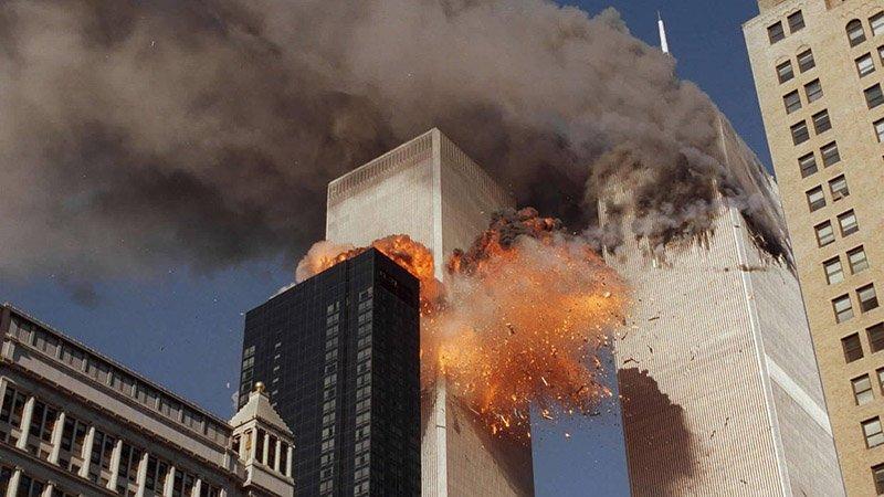 Моторошні фото трагедії 11 вересня у США – люди вистрибували з вікон (фото)