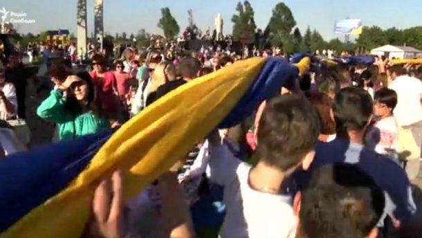 На Донбасі розгорнули найбільший синьо-жовтий стяг