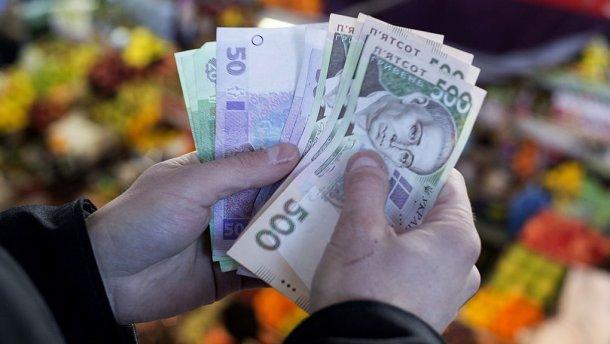 Порошенко пообіцяв підвищити зарплати бюджетникам