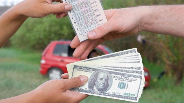 Як з поліцією спілкуються ті, хто купив права за 300 доларів (ВІДЕО +18)
