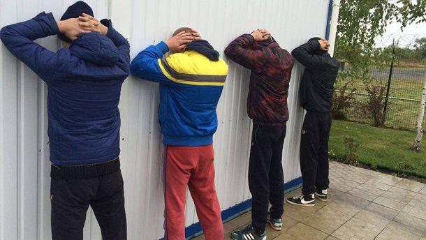 СБУ затримала банду рейдерів, які намагались вивезти 15 мільйонів гривень