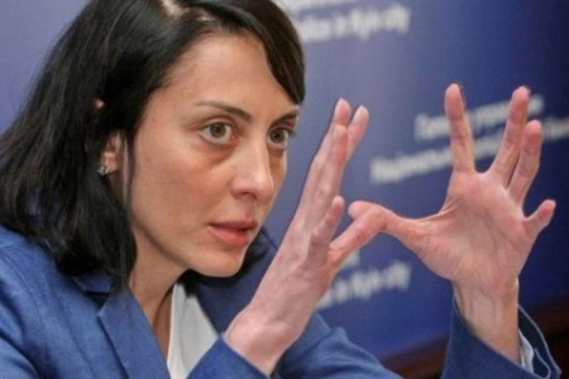 Короткий шлях України від мереживних трусів до поліцейської держави