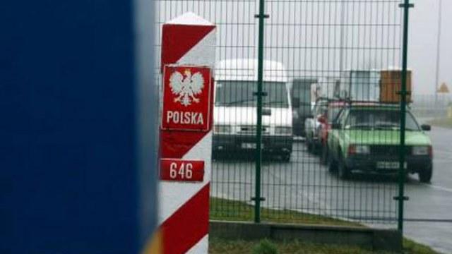 Поляк намагався перевезти через кордон на Львівщині холодну зброю
