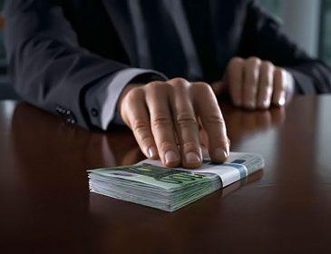 У Львові за хабарництво засудили головного інспектора боротьби з контрабандою