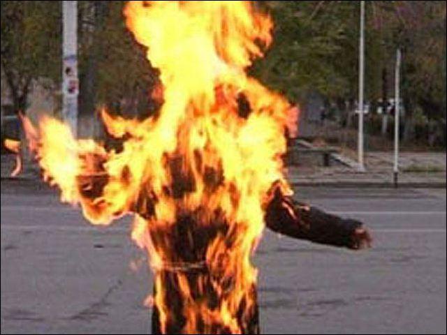 У центрі Нью-Йорка підпалили мусульманку (відео)