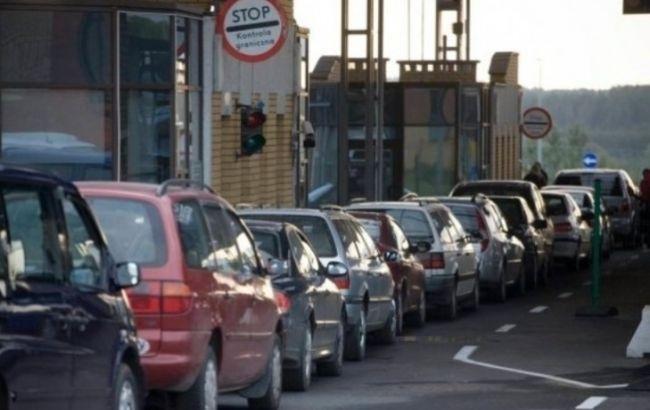 Кількість автомобілів на кордоні України з Польщею перевищила 900