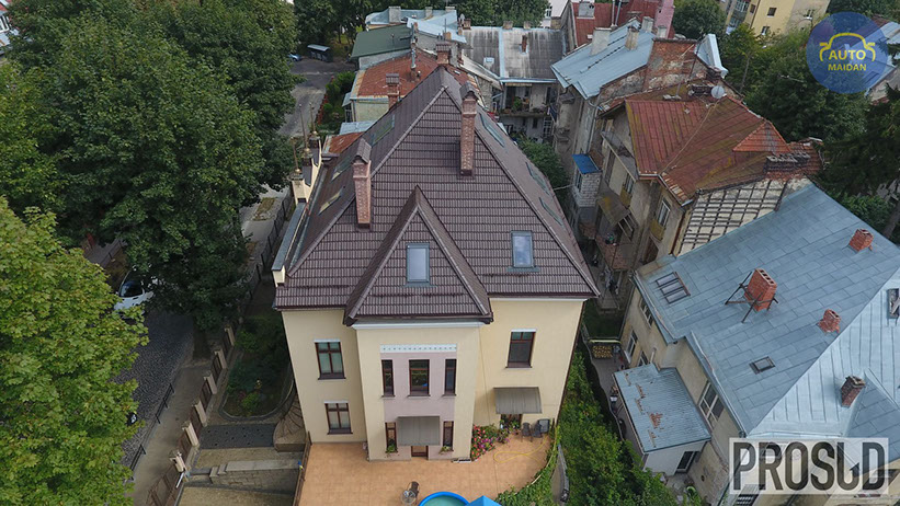 """Фіктивне розлучення і хабар: ЗМІ викрили суддю, """"яка сховала"""" будинок в центрі Львова"""