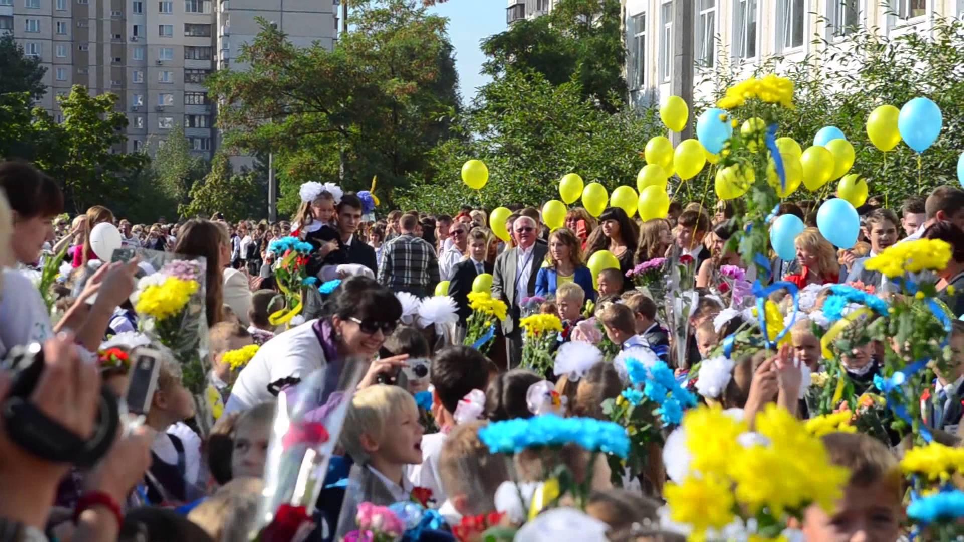 Чиновниця Садового виступила на шкільній лінійці у Львові російською мовою
