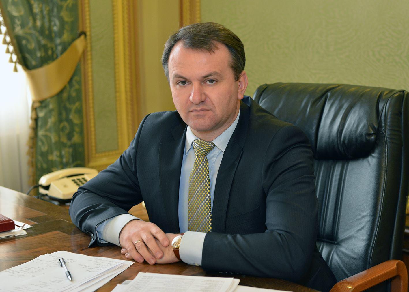 Стало відомо, як львівський губернатор заробляє під час відпустки