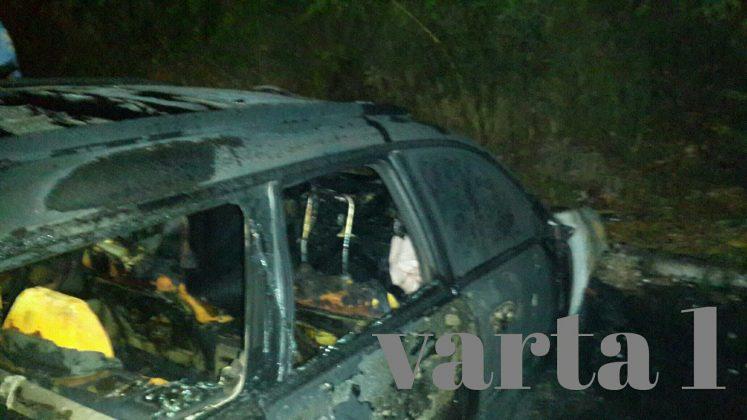 Вночі у Львові вщент згоріла дорога іномарка (Фото)