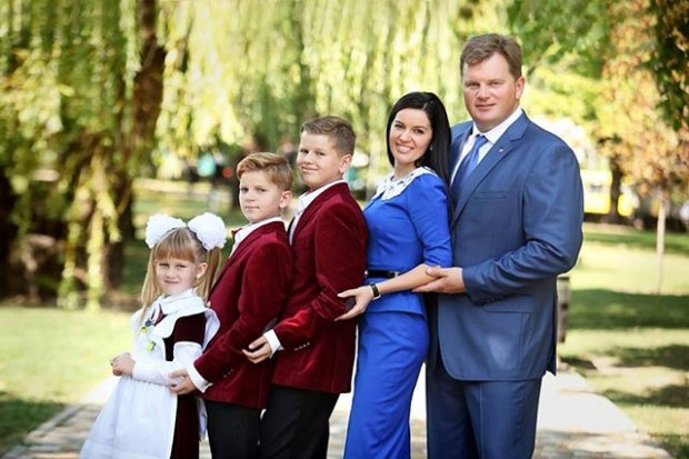 Дружина звільненого губернатора Київської області заявила про його зникнення
