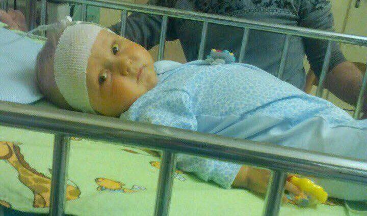 На Львівщині молоді батьки, в яких померло двоє діток, благають про порятунок третього немовляти