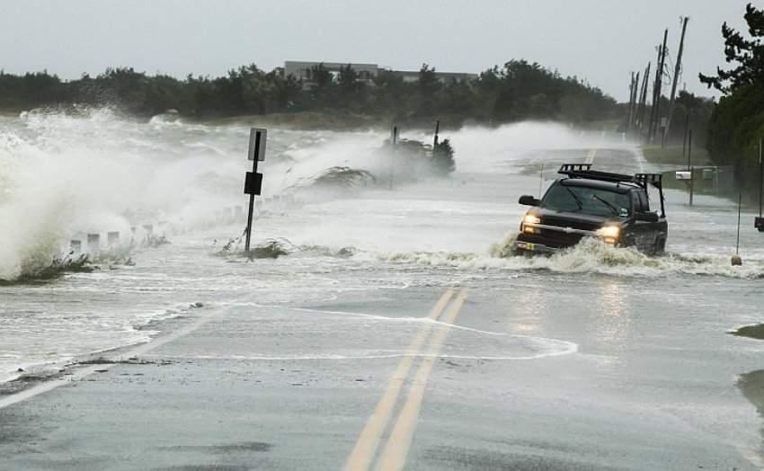 Найпотужніший ураган за 10 років  вдарив зненацька: кілька людей загинуло
