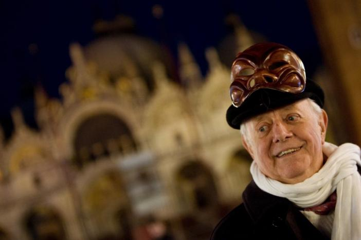 Dario Fo, Italy's Nobel laureate playwright, smiles as he poses with a mask in front of St Mark basilic during the Venetian Carnival in Venice February 13, 2009.  REUTERS/Alessandro Bianchi