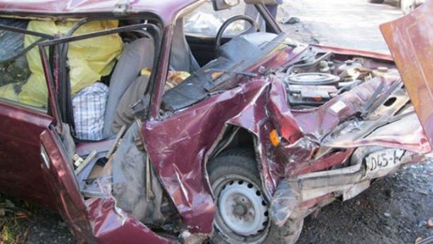 Страшна аварія на Вінниччині забрала життя 2 людей : з'явились моторошні фото