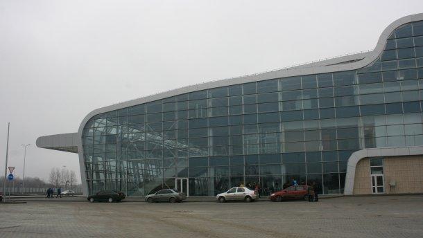 У львівському аеропорту затримали чоловіка, який повідомив про замінування одного з терміналів