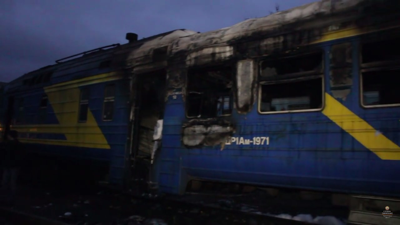 Видовище не слабких духом: на Україні загорівся поїзд з людьми всередині (фото,відео)