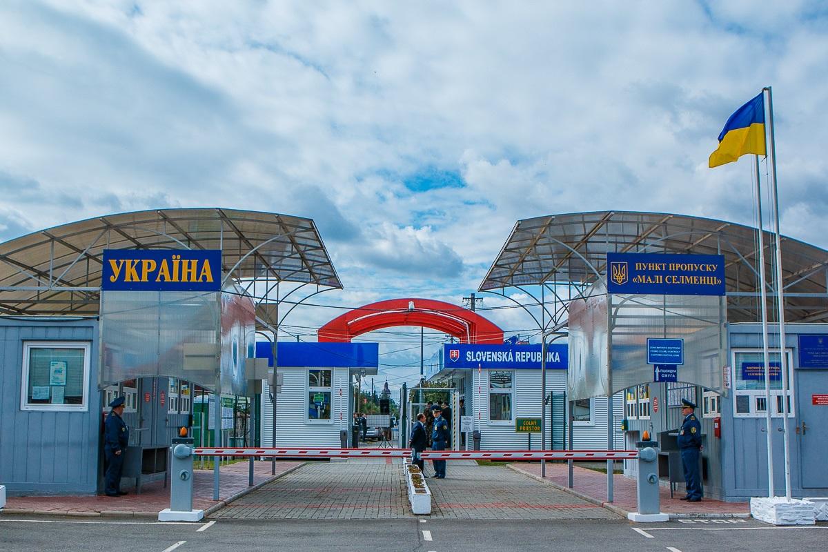 Важливо: нові правила вивезення неповнолітніх за кордон