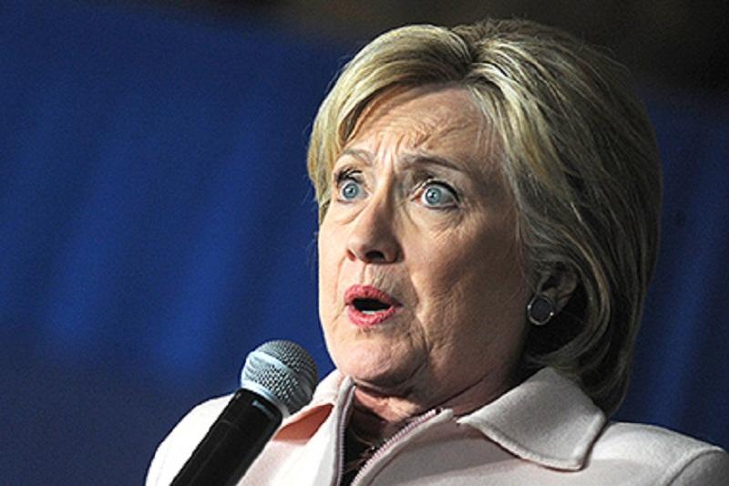 Вся мережа сміється: Клінтон під мухою підірвала весь інтернет ( відео)