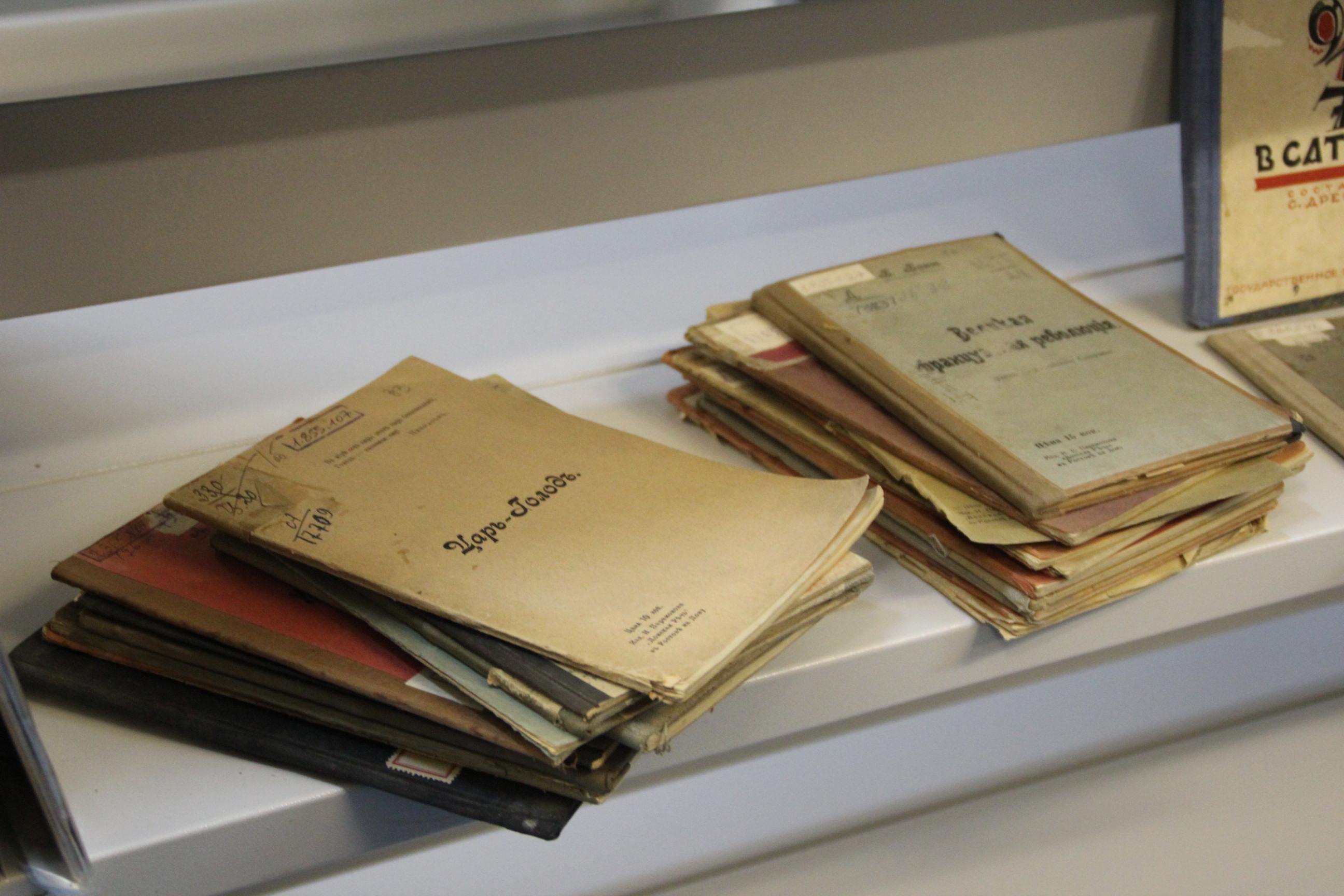 Заборонені книги: на яку літературу в Україні накладено вето
