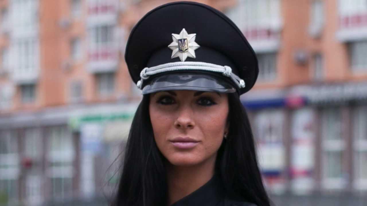 Секс-символ української поліції приголомшила Мережу своїм вчинком (фото)