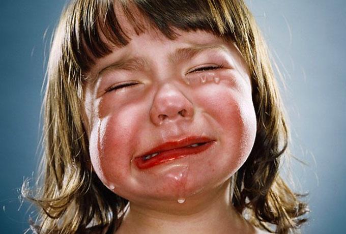 Вона бачила, що він насильно веде заплакану дитину – історія, яка вразила всіх