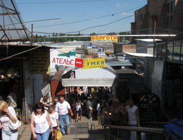 На речовому ринку чоловік віддав шахраям 70 тисяч гривень