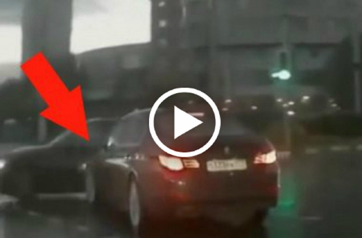 Містичне ДТП, яке змусило Мережу гадати – ніхто не знає, що це… (відео)