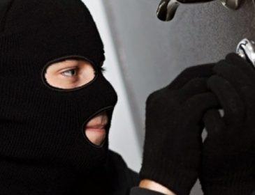 Шок: відома депутатка сильно постраждала від нахабних злодіїв. Її квартира перетворилася на звалище (ФОТО)