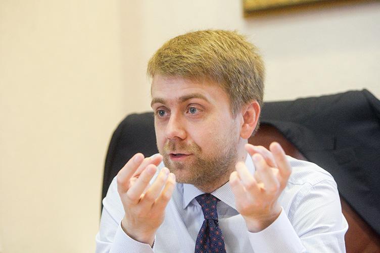 """Величезні забаганки суддів: суддя, який заборонив Майдан, прикупив яхту """"для прогулянок Дніпром"""""""