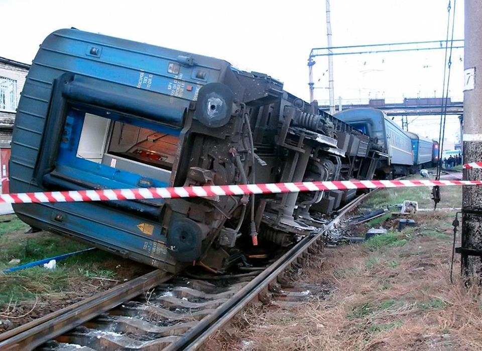 Помолімось! Перекинувся трамвай повний пасажирів  : півсотні жертв (шокуючі фото)