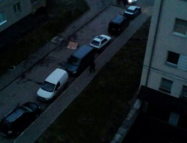 Це жахливо: чоловік викинувся з вікна у Львові (ФОТО)